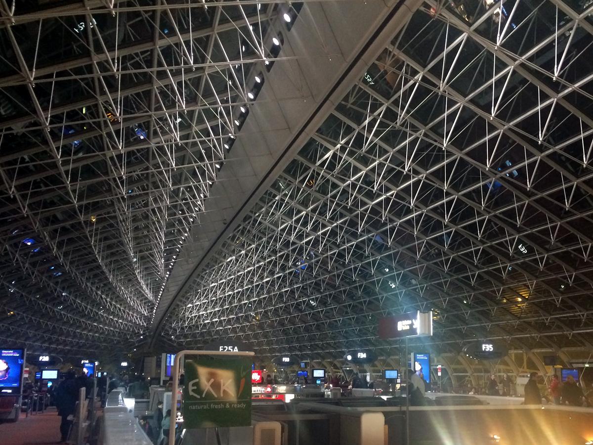 В терминале 2F парижского аэропорта Шарль де Голль