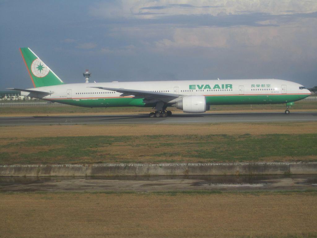 Боинг-777-300 авиакомпании EVA Air