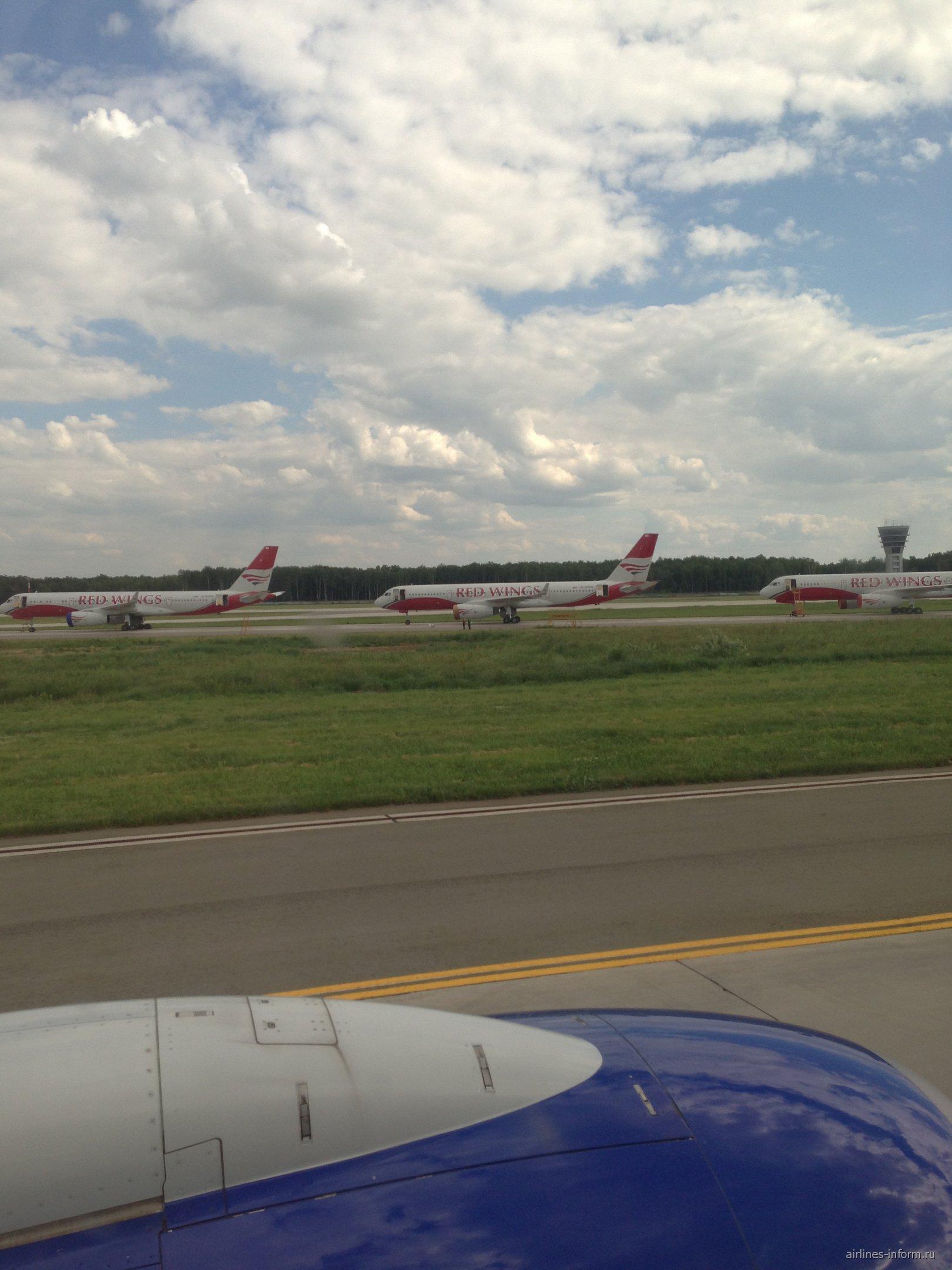 Tu-204 Red Wings