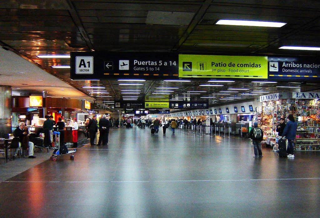 Зал регистрации на рейсы в аэропорту Буэнос-Айрес Хорхе Ньюьери