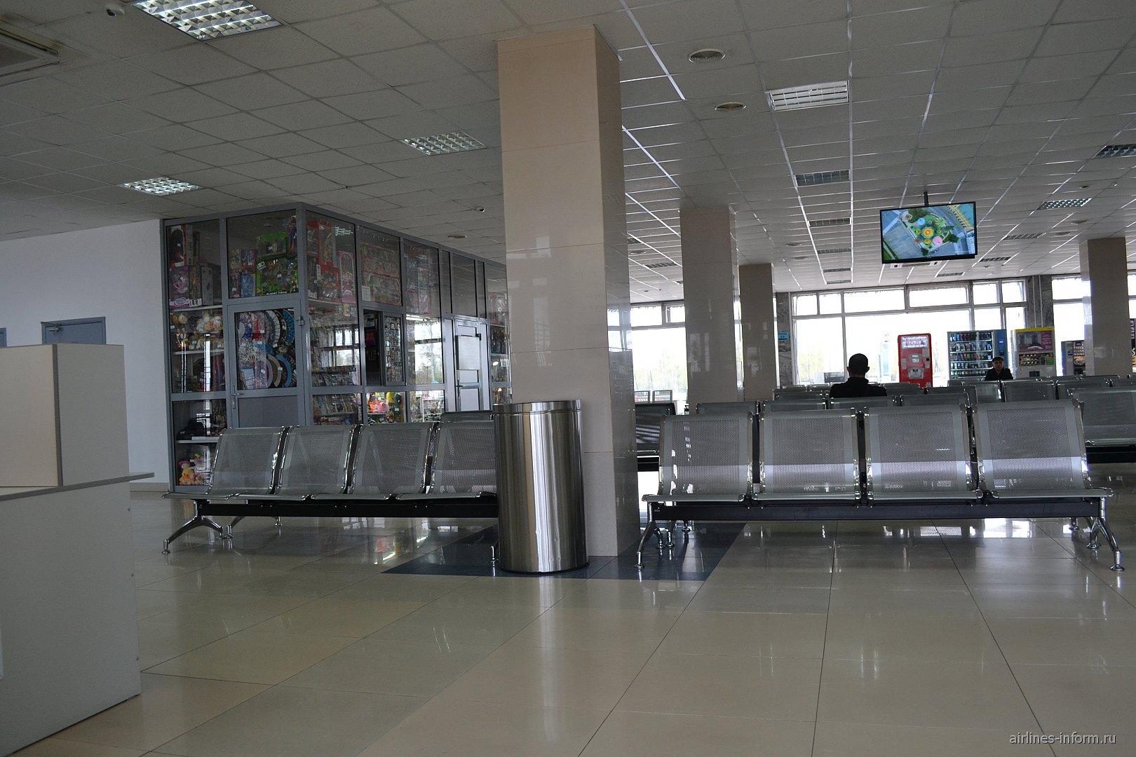 Зал ожидания в транзитной зоне аэропорта Хабаровск Новый