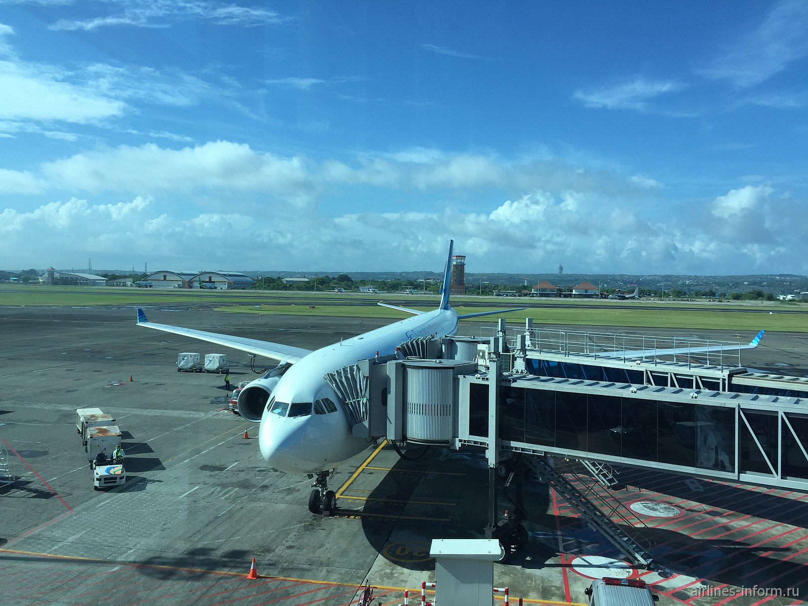 Денпасар - Гонконг  Garuda Indonesia  A330-300