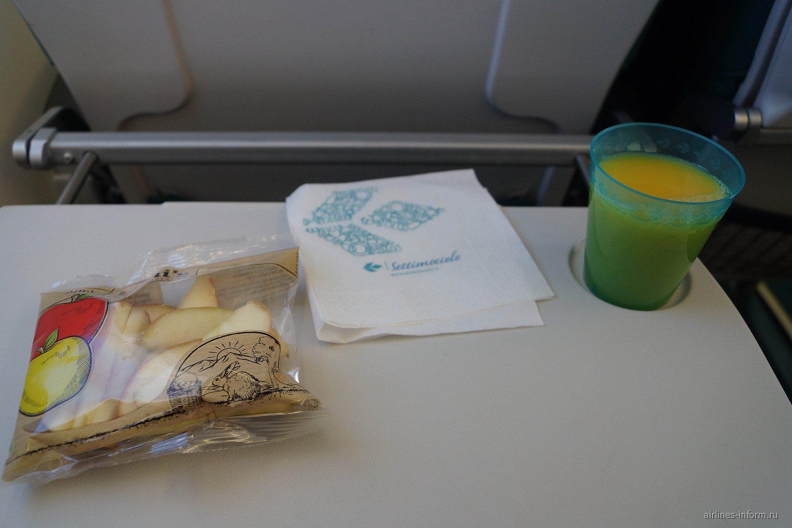 Снэк на рейсе Мюнхен-Анкона авиакомпании Air Dolomiti