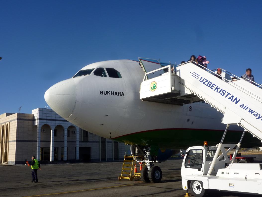 Эрбас А-310 Узбекских авиалиний в Самарканде