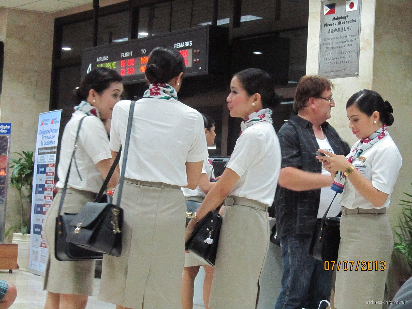 Стюардессы Филиппинских авиалиний
