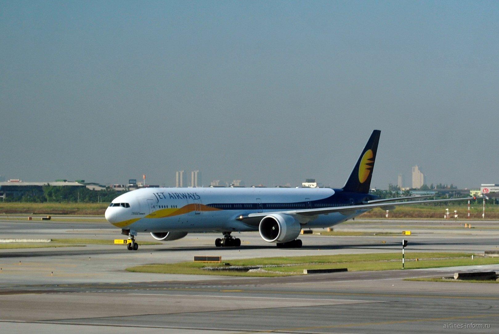 Боинг-777-300 авиакомпании Jet Airways в аэропорту Бангкок Суварнабуми