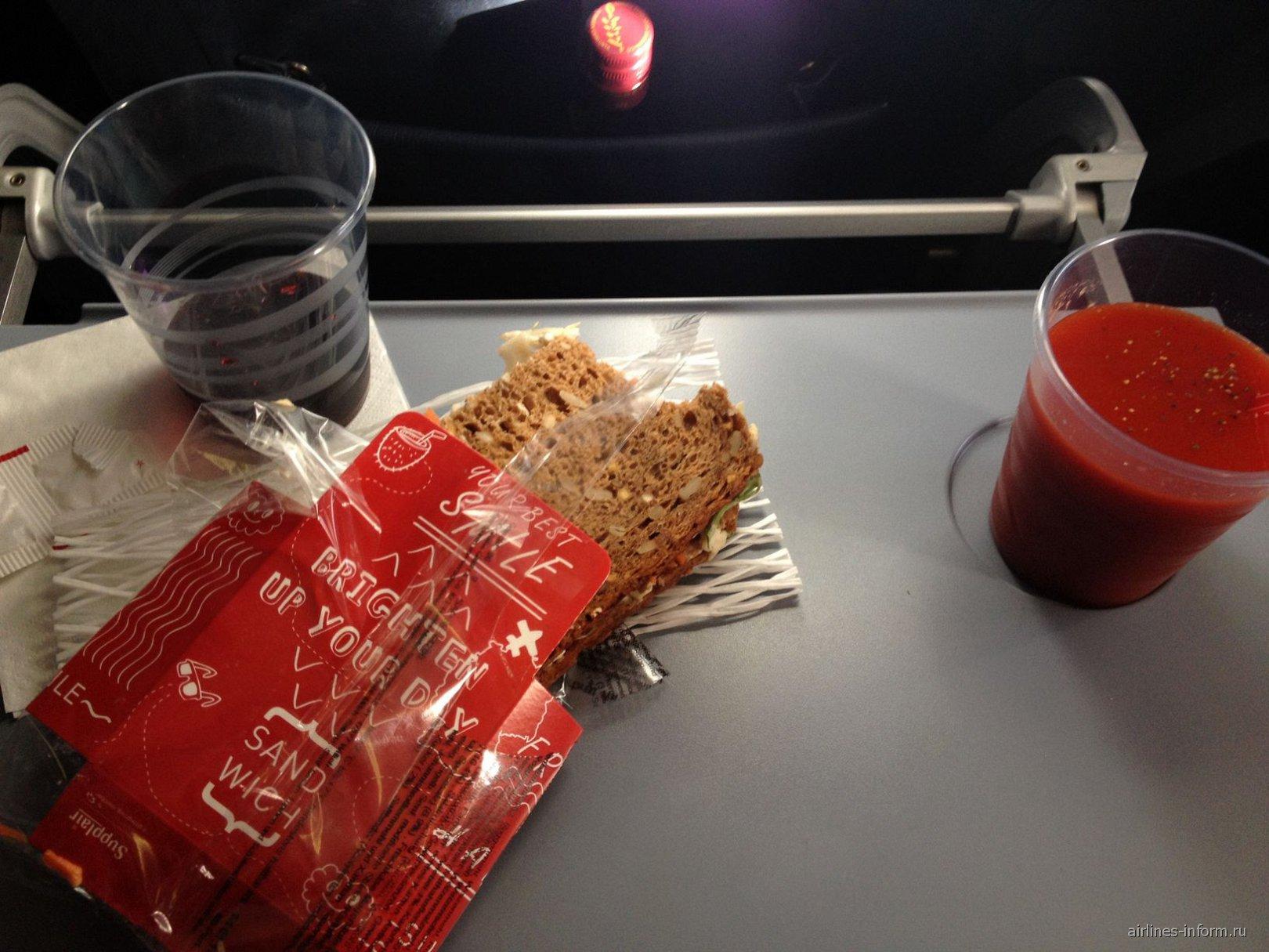 Сендвич и сок - бесплатное питание на рейсах airberlin