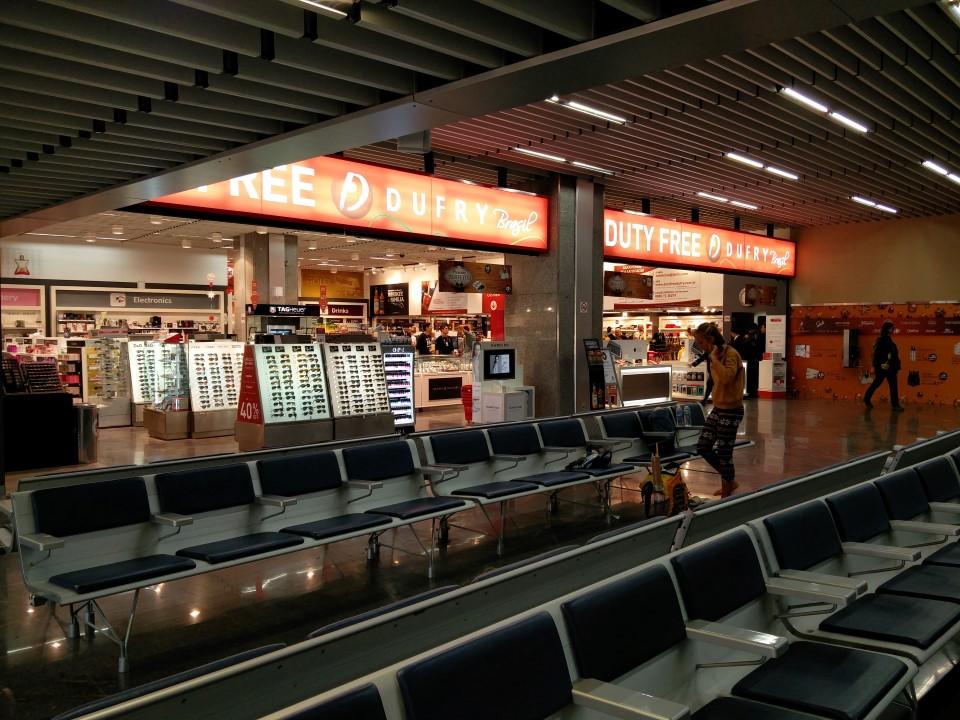 Магазин Дьюти-фри в терминале 2 аэропорта Рио-де-Жанейро Галеан