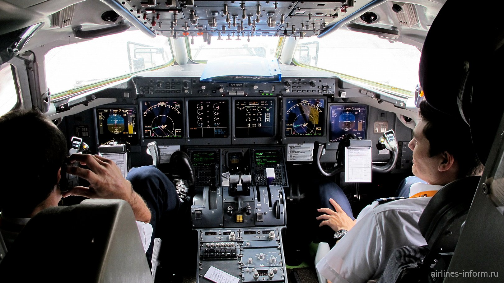 Кабина пилотов в самолете Боинг-717 Гавайских авиалиний