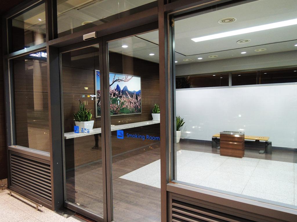 Курительная комната в аэропорту Сеул Инчхон