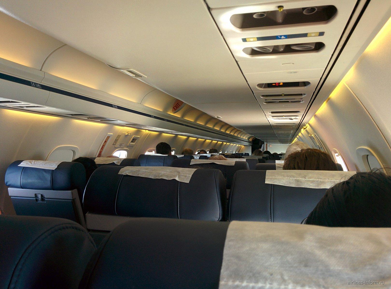 """Салон самолета Embraer ERJ-145 авиакомпании """"Комиавиатранс"""""""