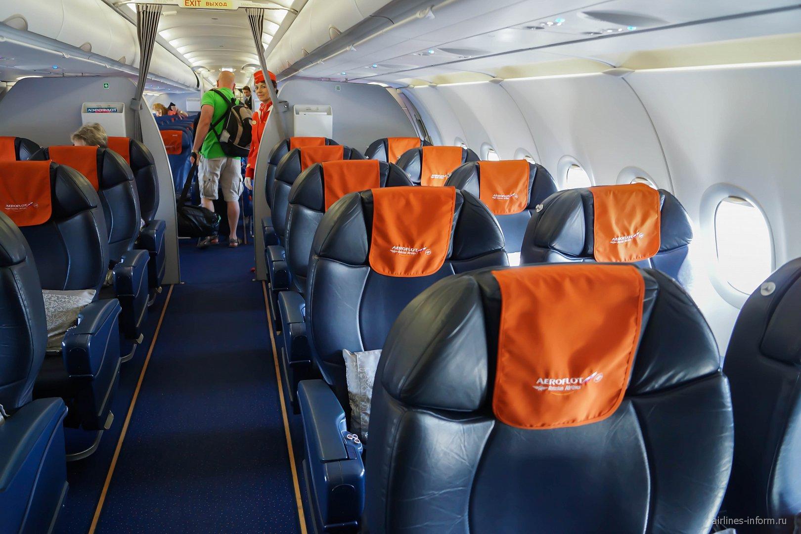 Салон бизнес-класса в самолете Airbus A321 Аэрофлота