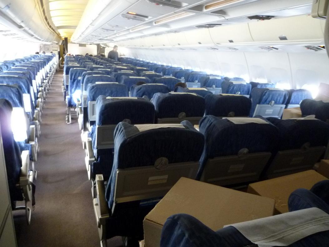 Салон самолета Эрбас А-310 Узбекских авиалиний
