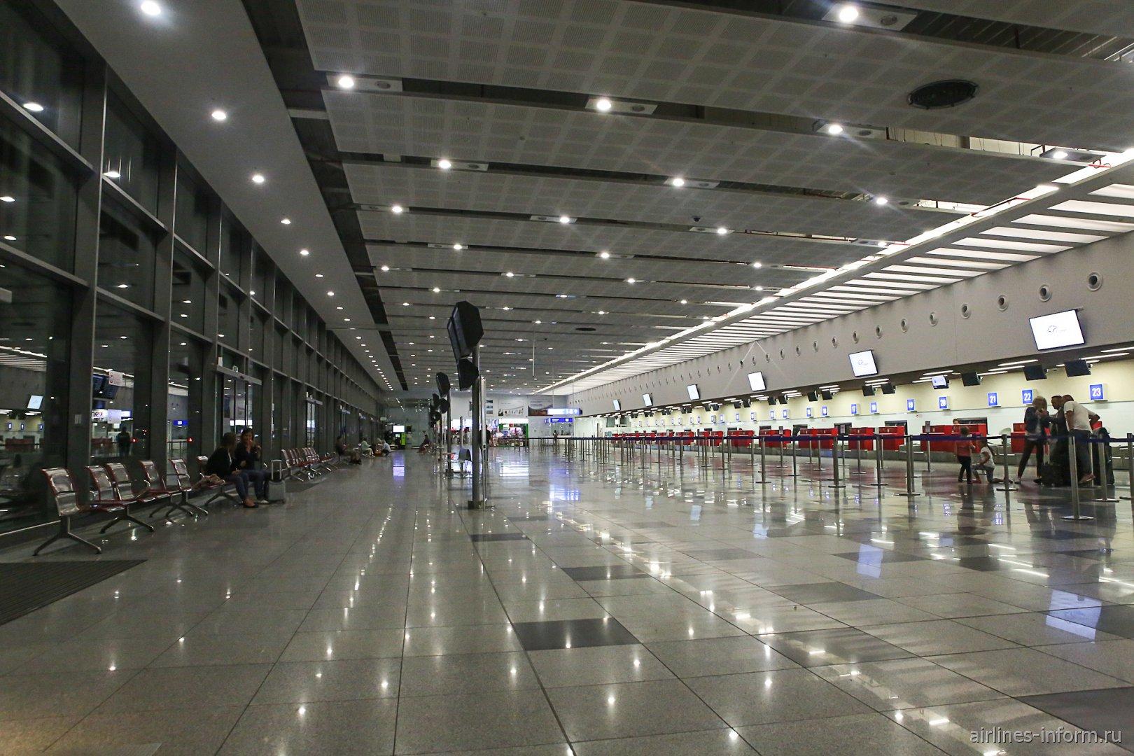 Зона регистрации в аэропорту Бургас