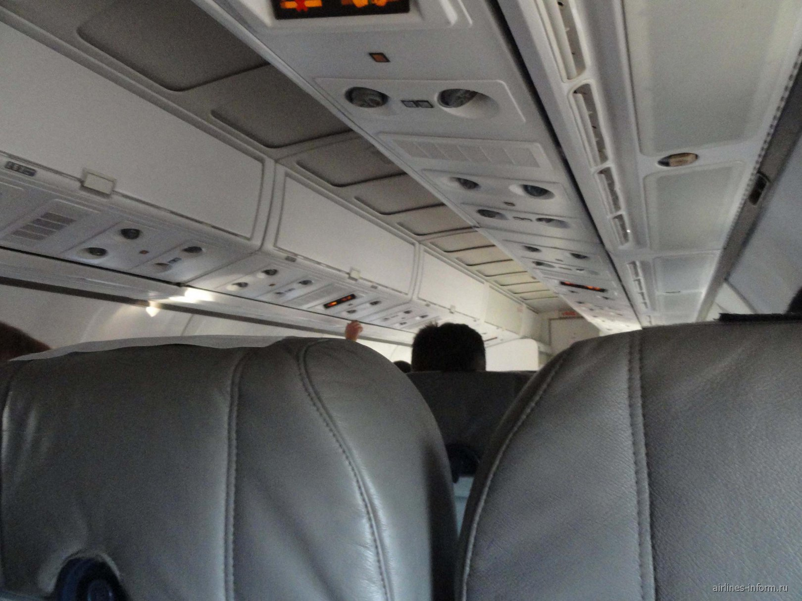 Салон самолета ATR 42 авиакомпании ЮТэйр Украина