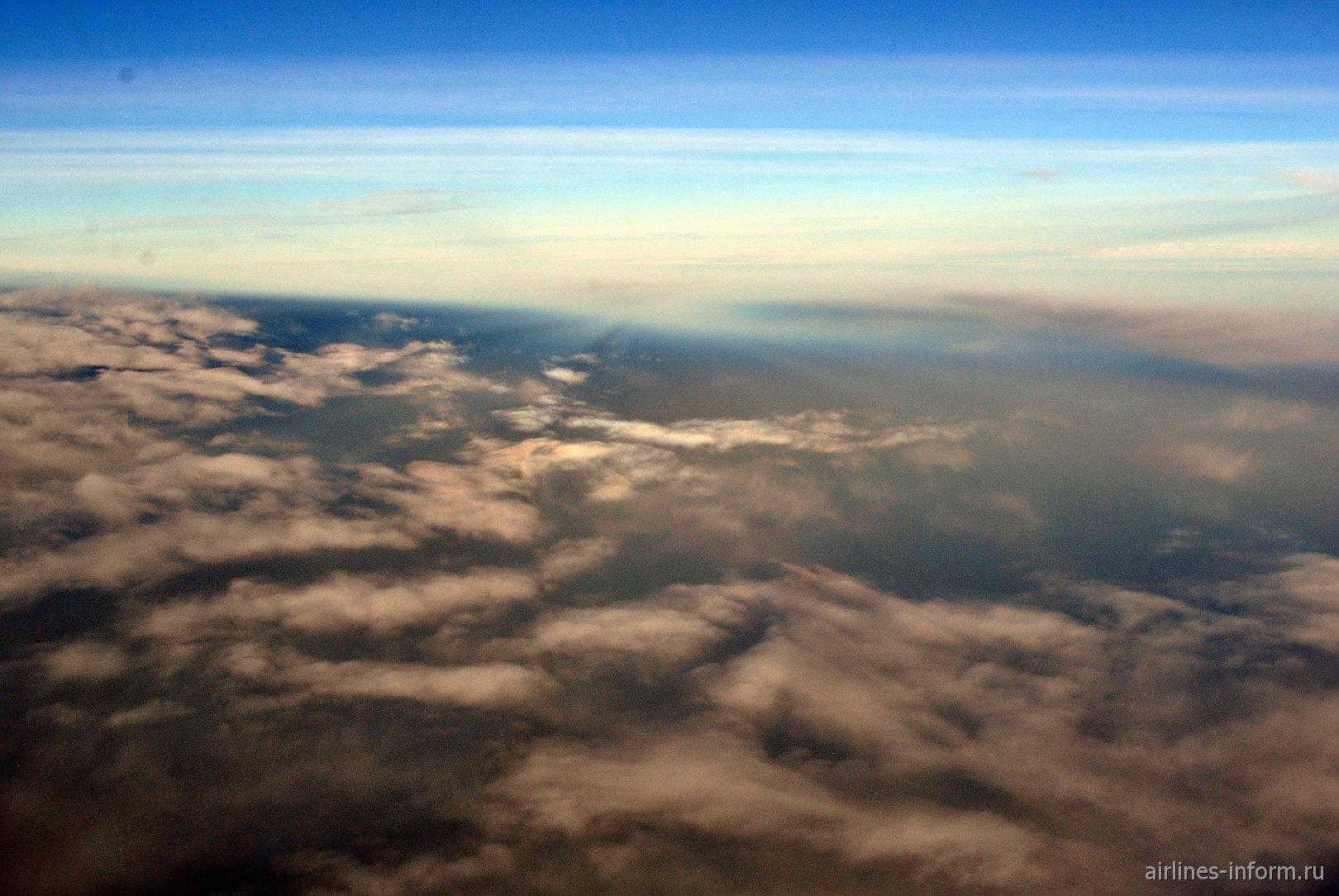 Утренние облака над Атлантическим океаном