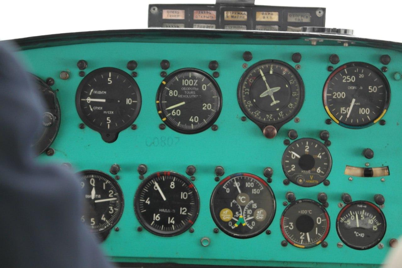 Приборная доска самолета Як-12
