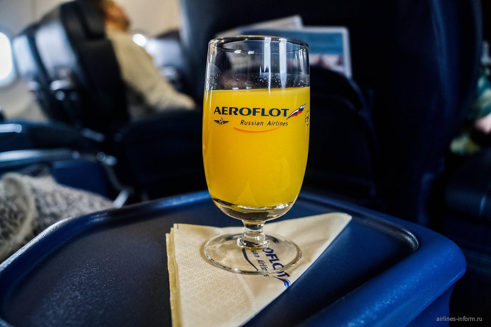 Апельсиновый сок в бизнес-классе Аэрофлота