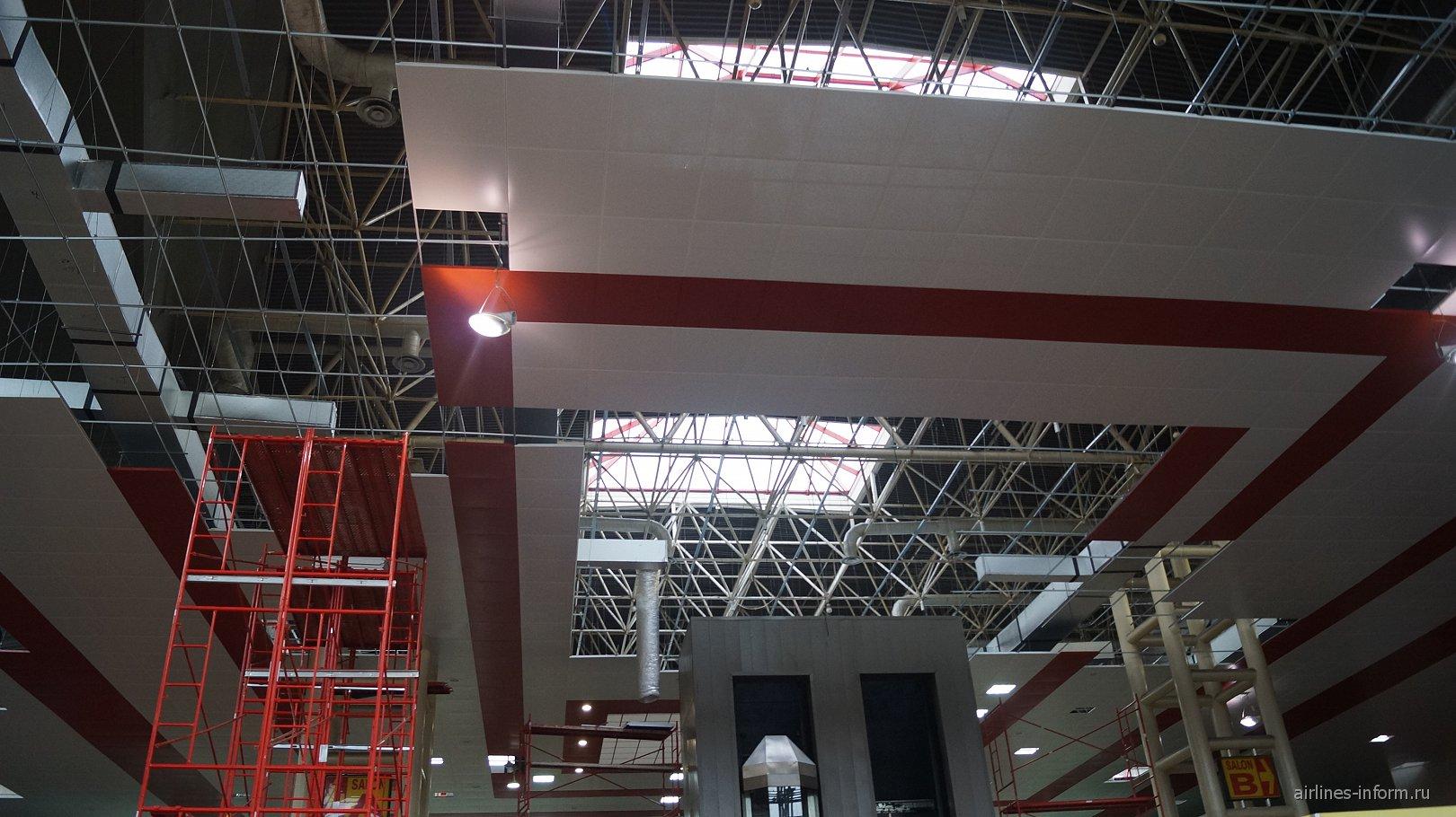 Потолок в международном терминале аэропорта Гавана Хосе Марти