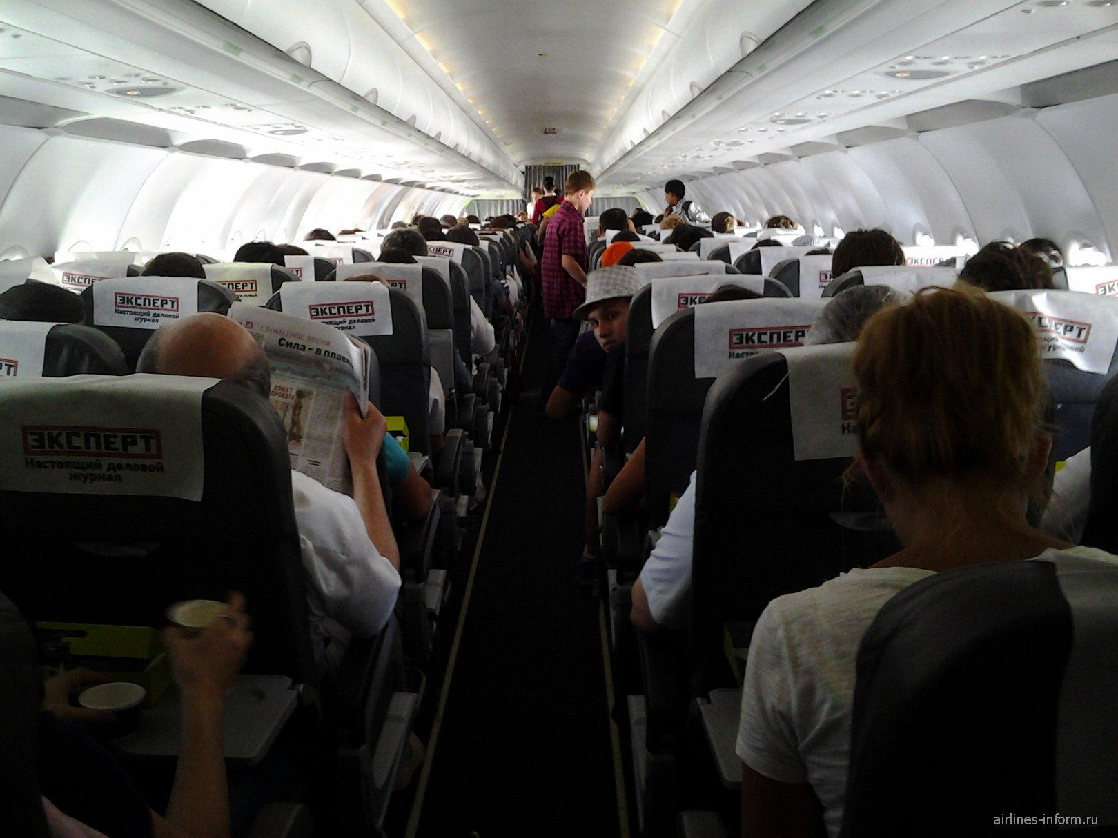 Салон самолета Эрбас А-320 авиакомпании S7 Airlines