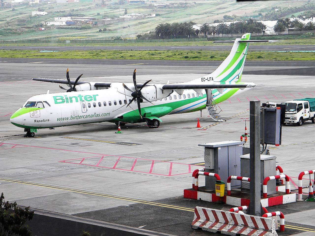 """Самолет ATR 72 EC-LFA авиакомпании """"Binter Canarias"""" в аэропорту Тенерифе"""