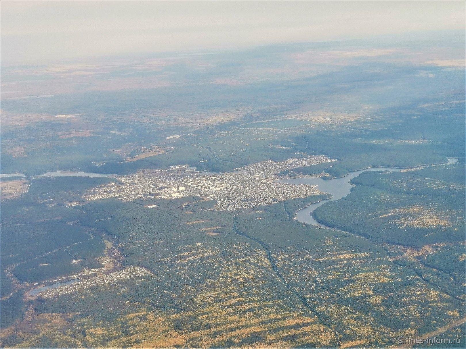 В полете над городом Сысерть на Урале