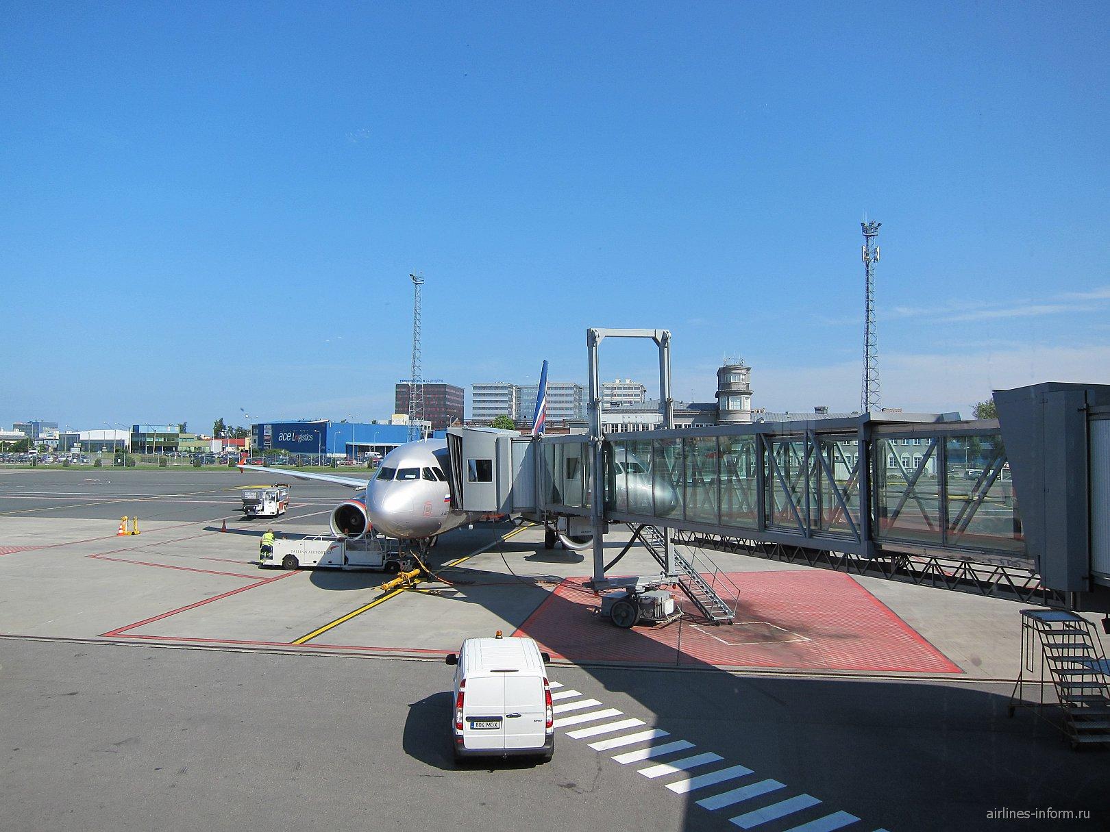 Airbus A320 Аэрофлота в аэропорту Таллинна