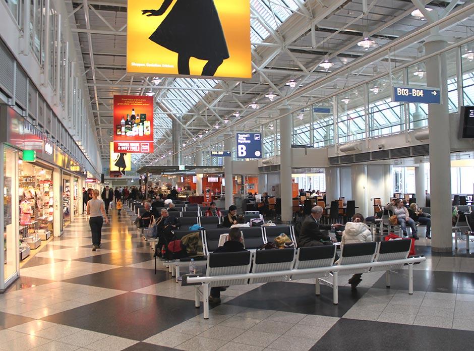 Зал ожидания в чистой зоне терминала 1 аэропорта Мюнхен
