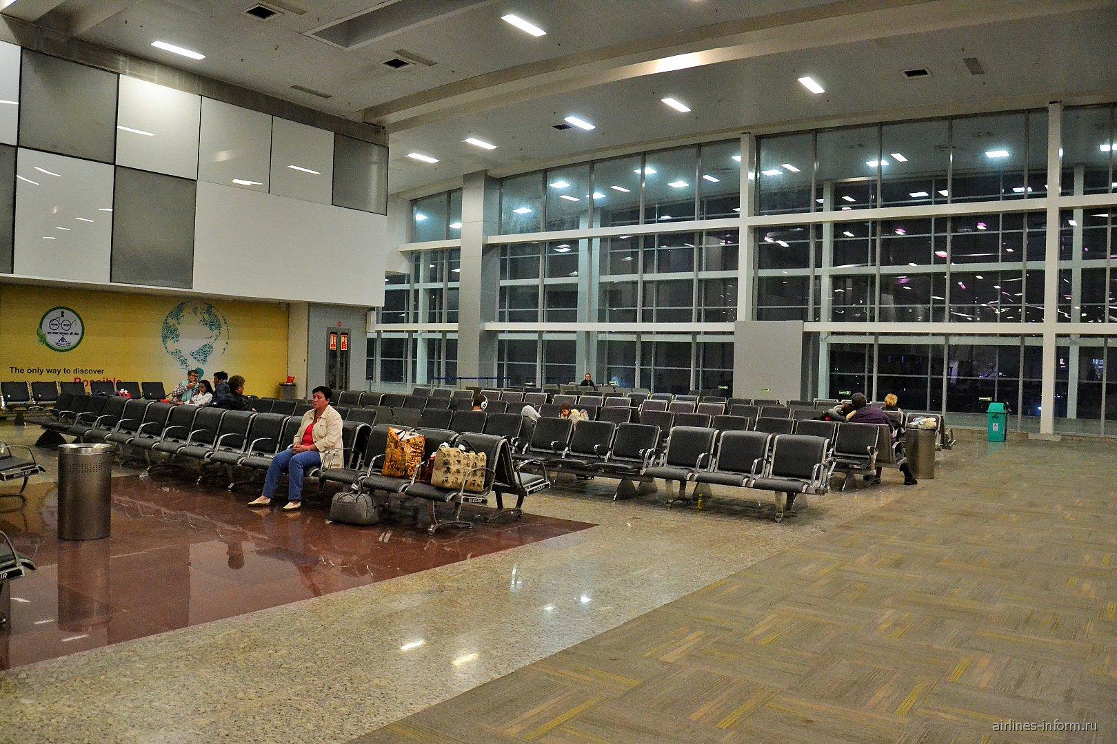 Зал ожидания в чистой зоне аэропорта Гоа Даболим