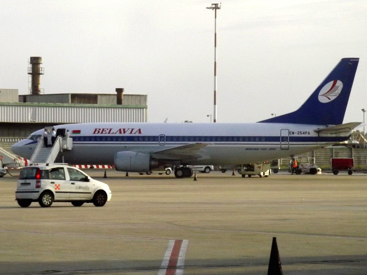 Боинг-737-300 Белавиа в аэропорту Минска