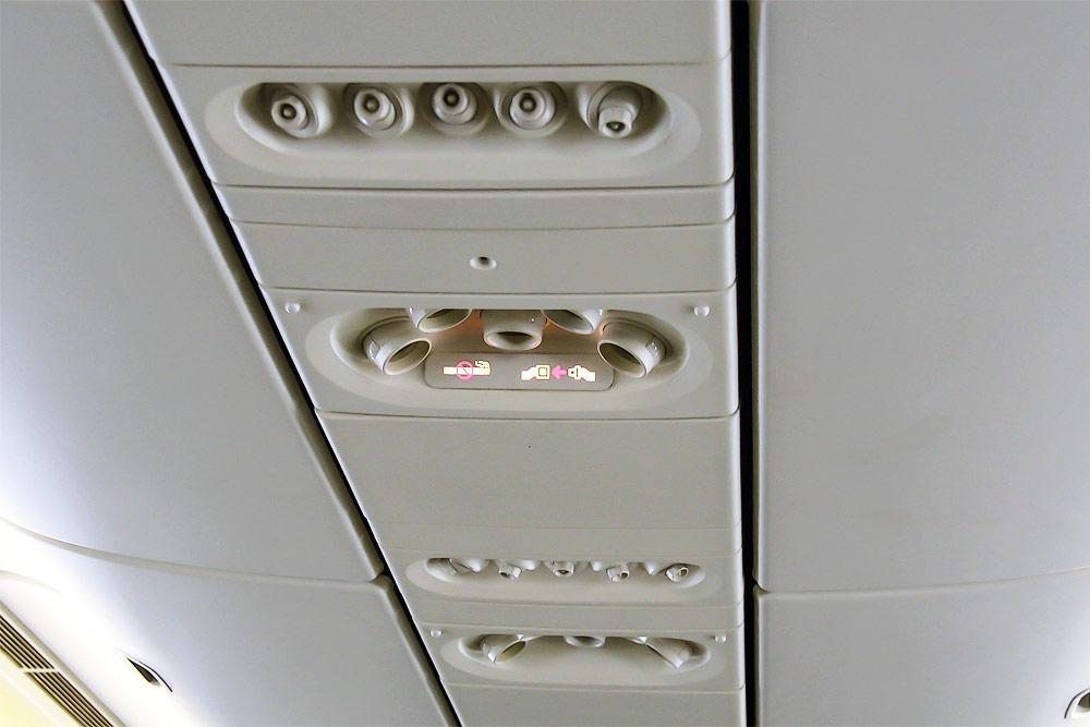 Индивидуальное освещение в самолете Боинг-777-200 Трансаэро