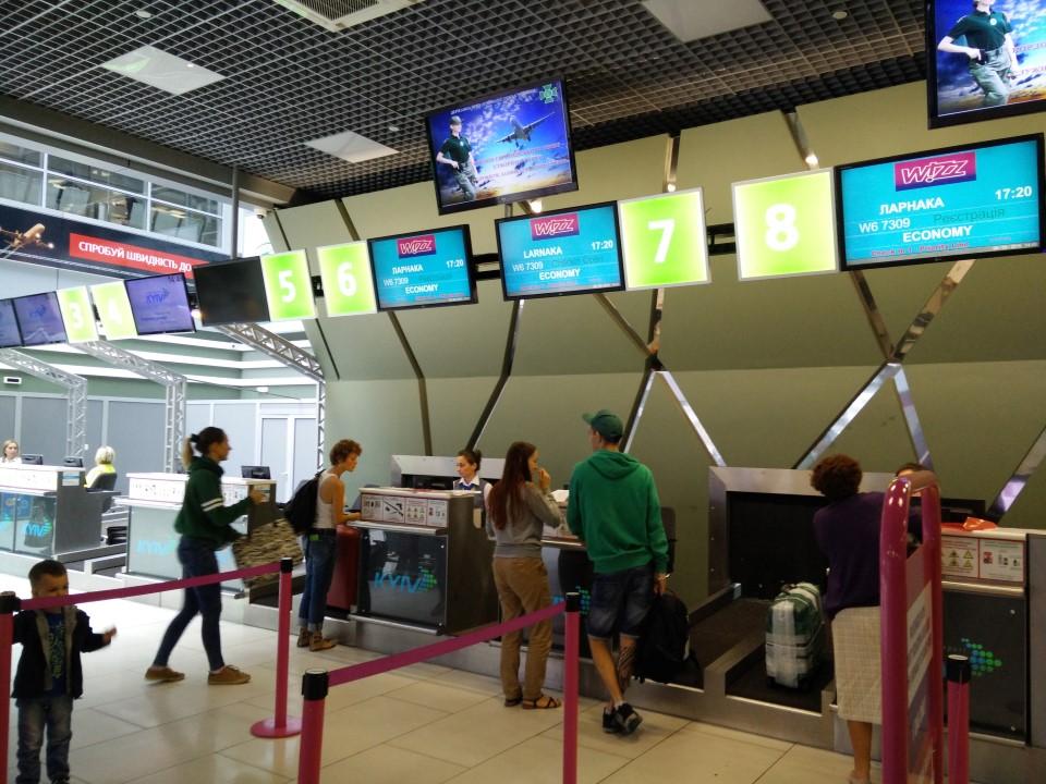 Стойки регистрации в терминале А аэропорта Киев Жуляны