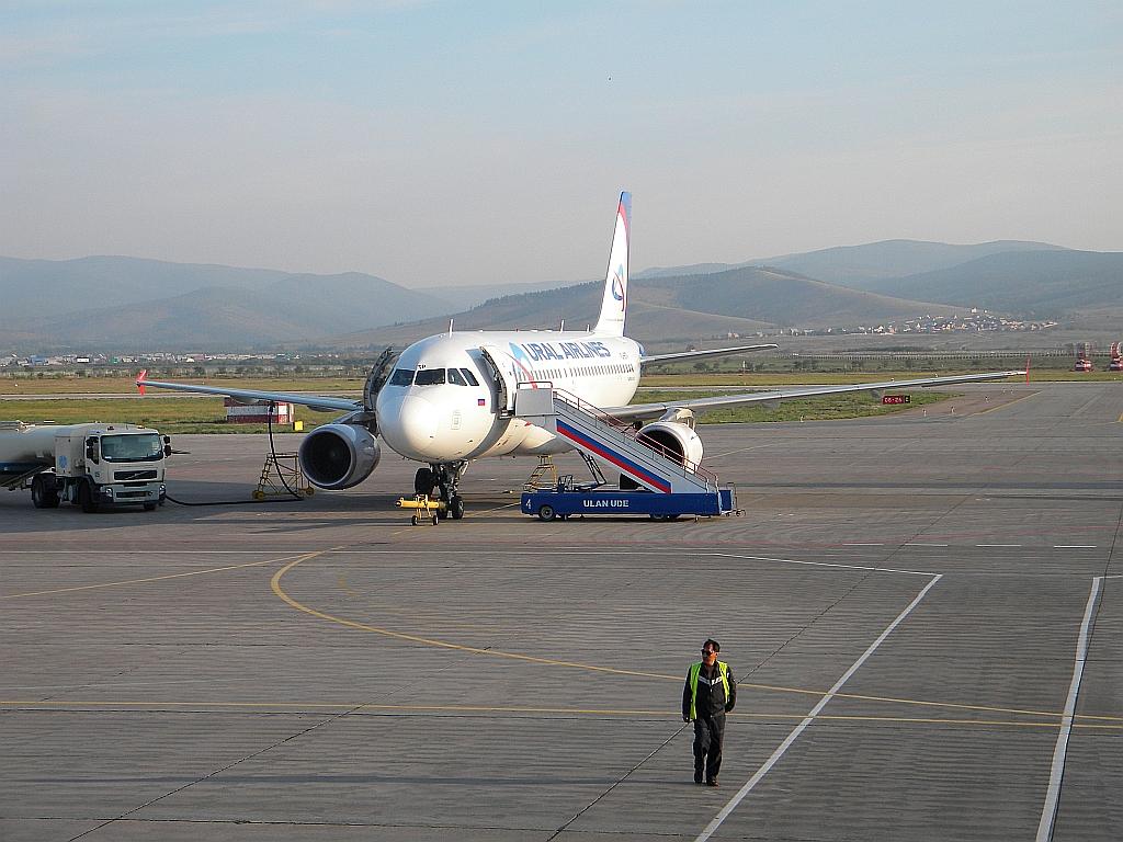 Airbus A320 Уральских авиалиний в аэропорту Улан-Удэ