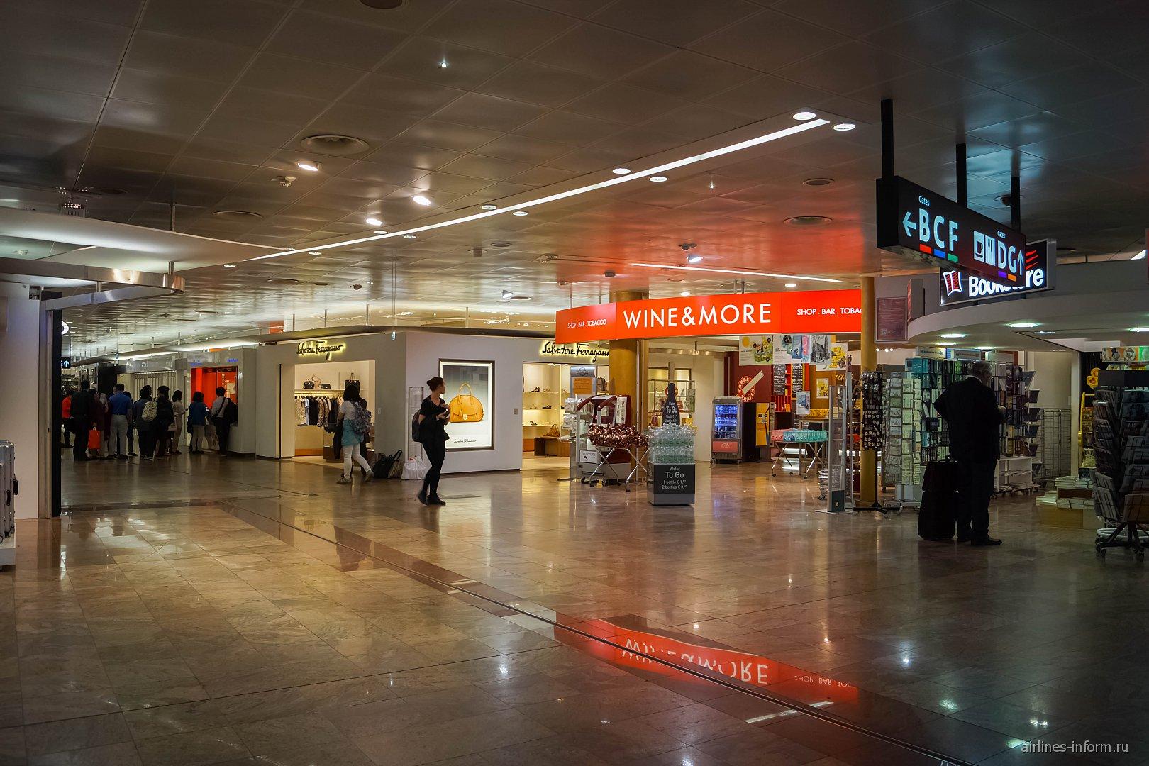 Магазины в чистой зоне аэропорта Вена Швехат