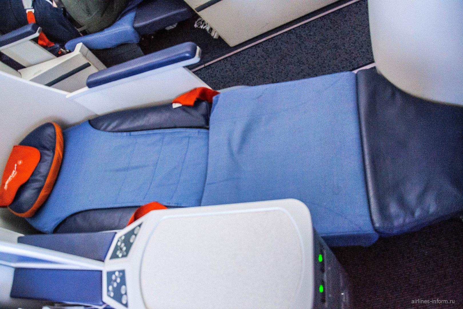 Кресло-кровать в бизнес-классе Боинга-777-300 Аэрофлота