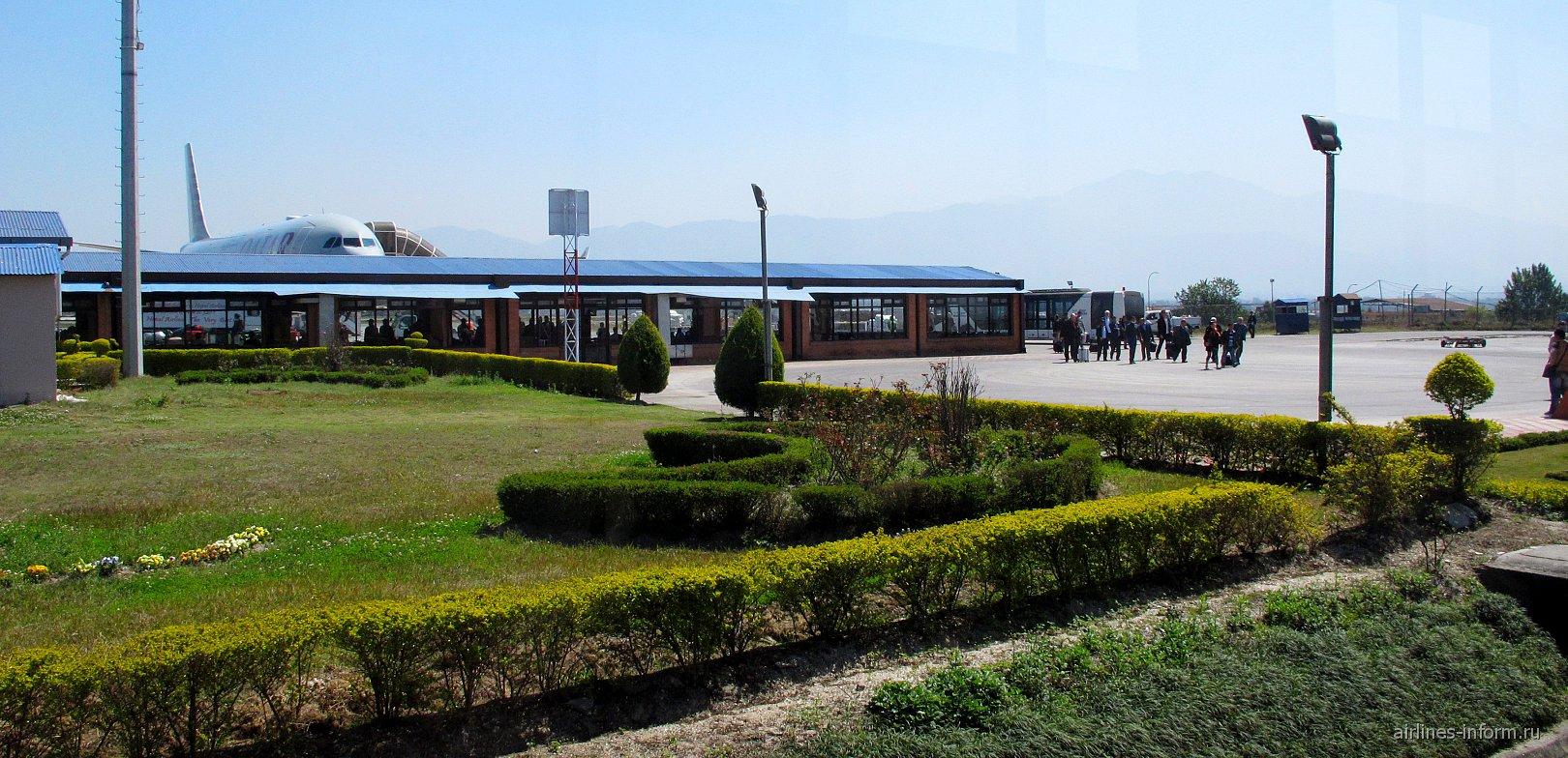 Вид на зону вылета аэропорта Катманду