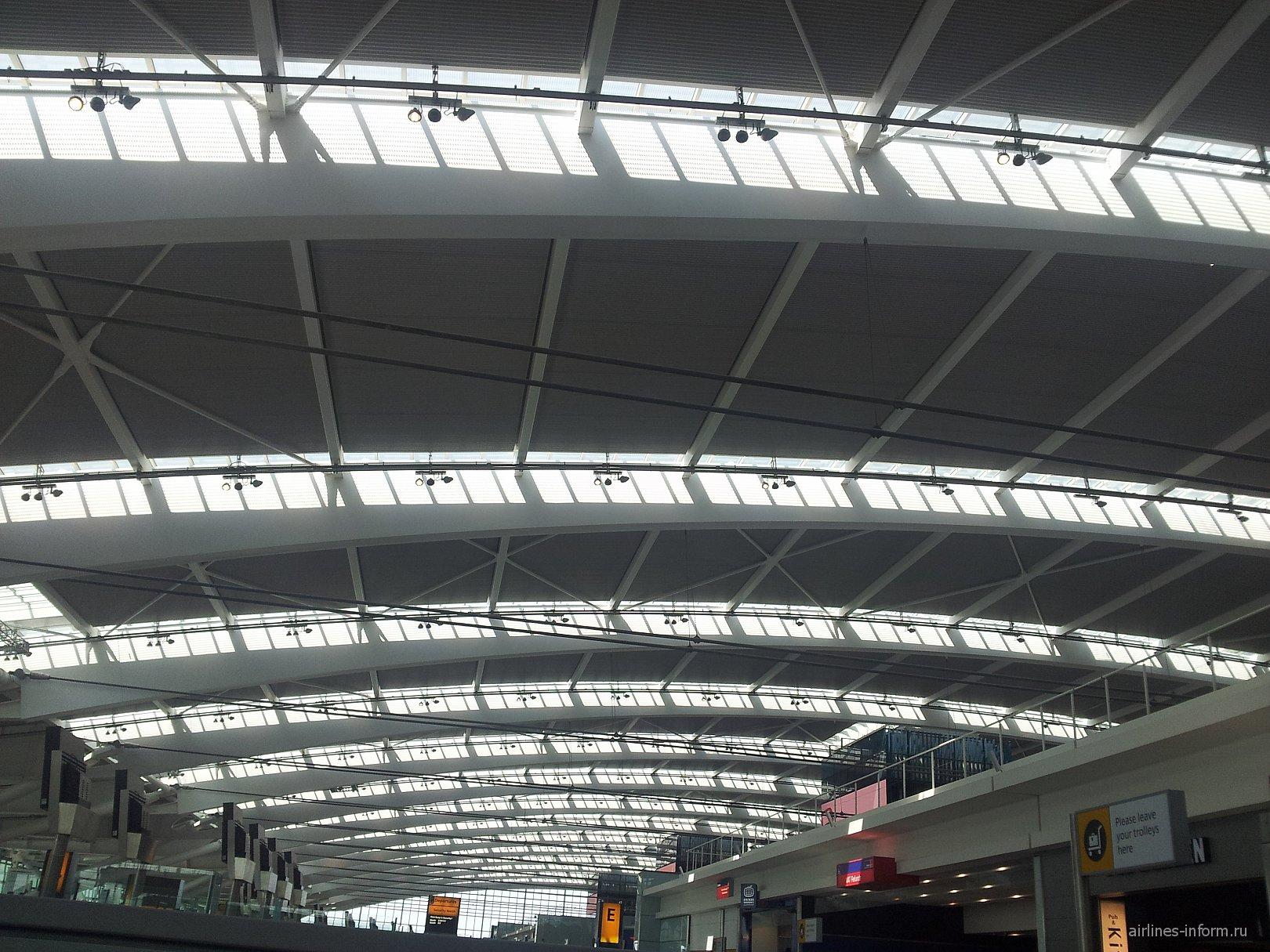 Потолок в Терминале 5 аэропорта Хитроу