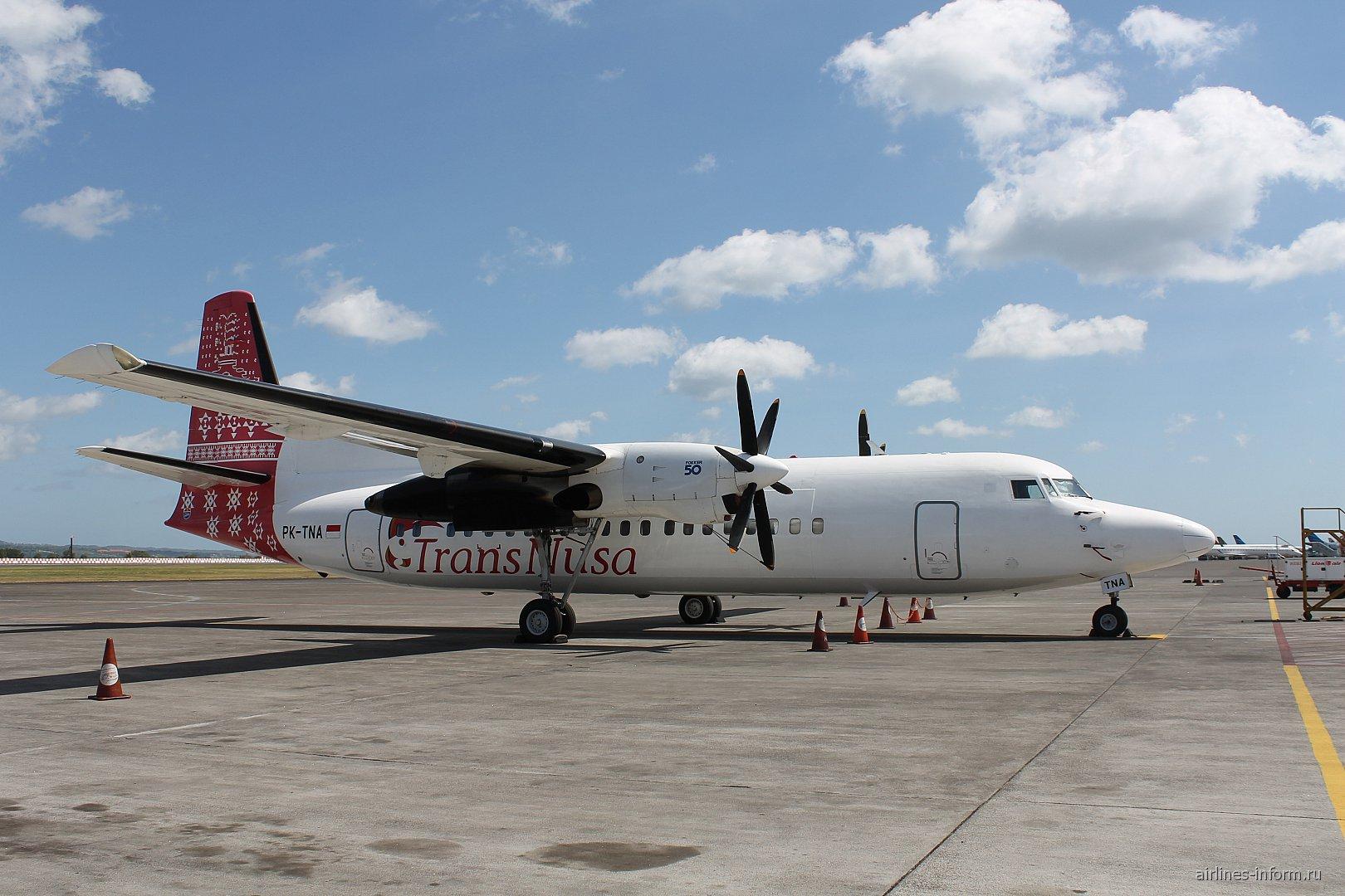 Самолет Fokker 50 индонезийской авиакомпании TransNusa