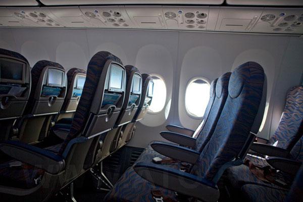 Пассажирские кресла в самолете Боинг-737-800 авиакомпании flydubai