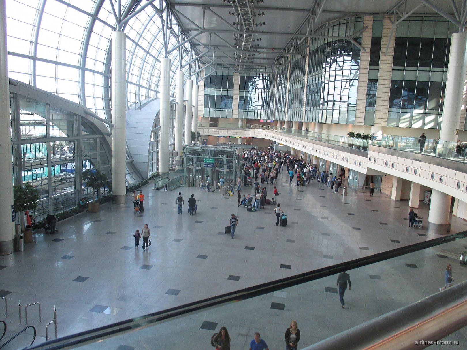 Зал прилета в аэропорту Москва Домодедово