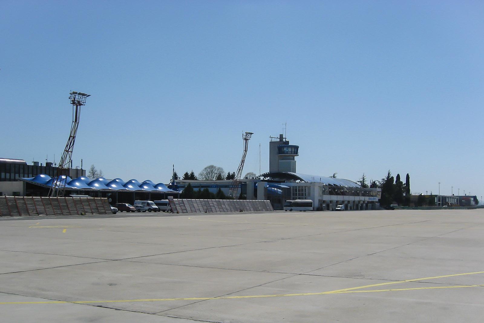 Старый аэровокзал аэропорта Бургас