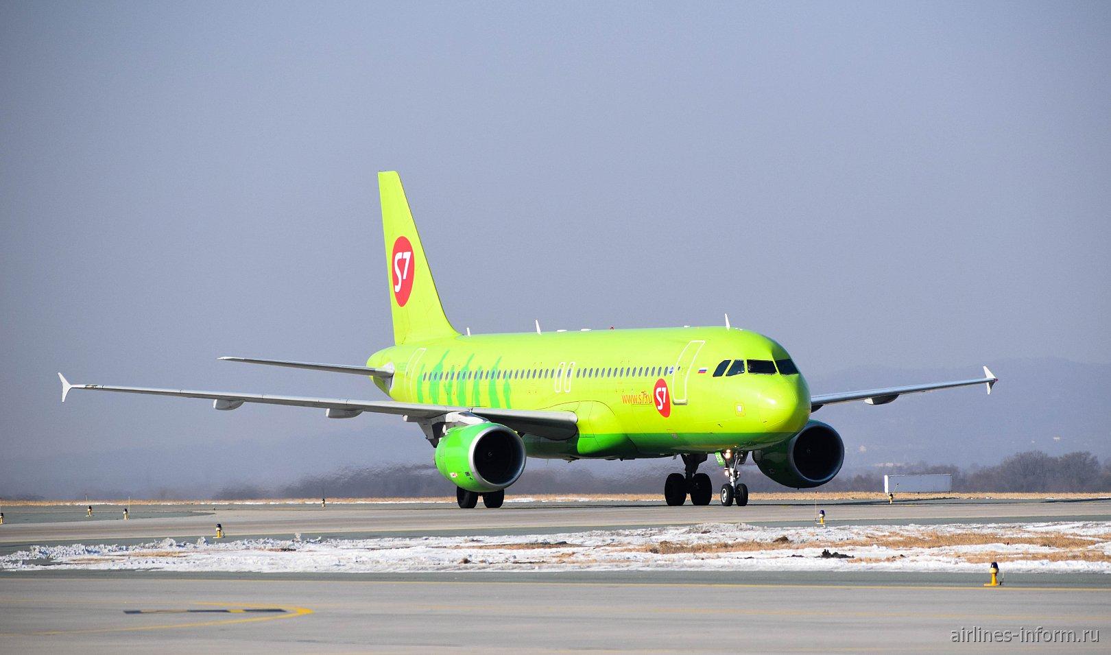 Самолет Airbus A320 VQ-BES авиакомпании S7 Airlines