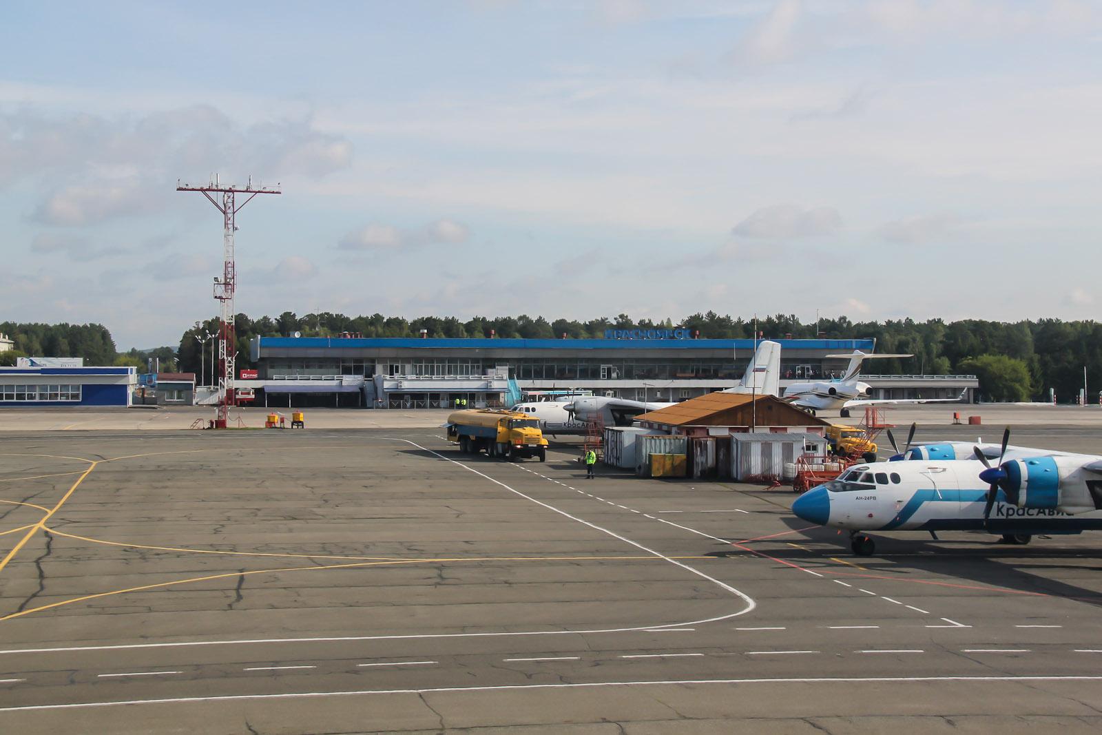 Аэровокзал внутренних авиалиний в аэропорту Красноярск Емельяново
