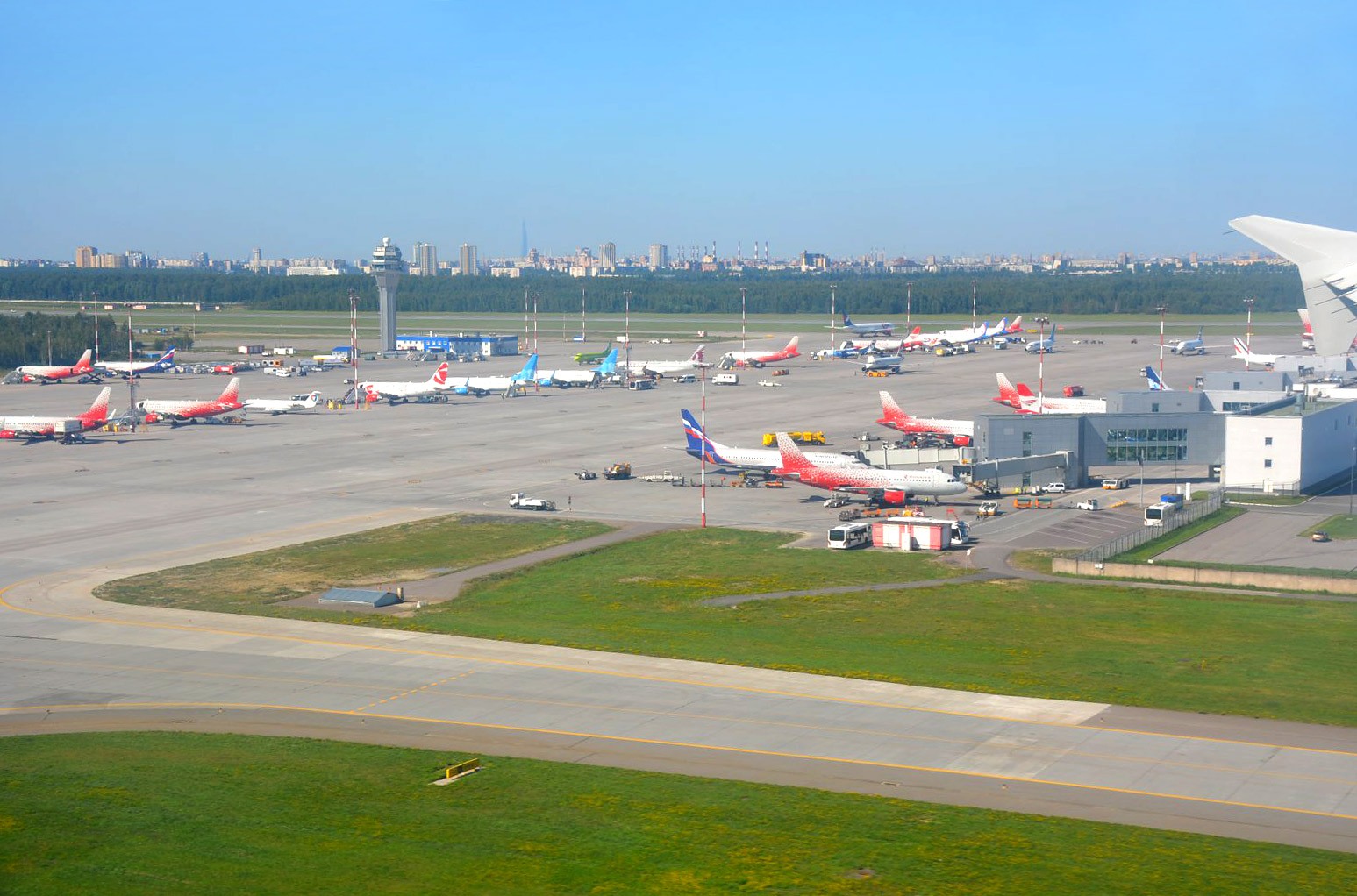 Перрон аэропорта Санкт-Петербург Пулково