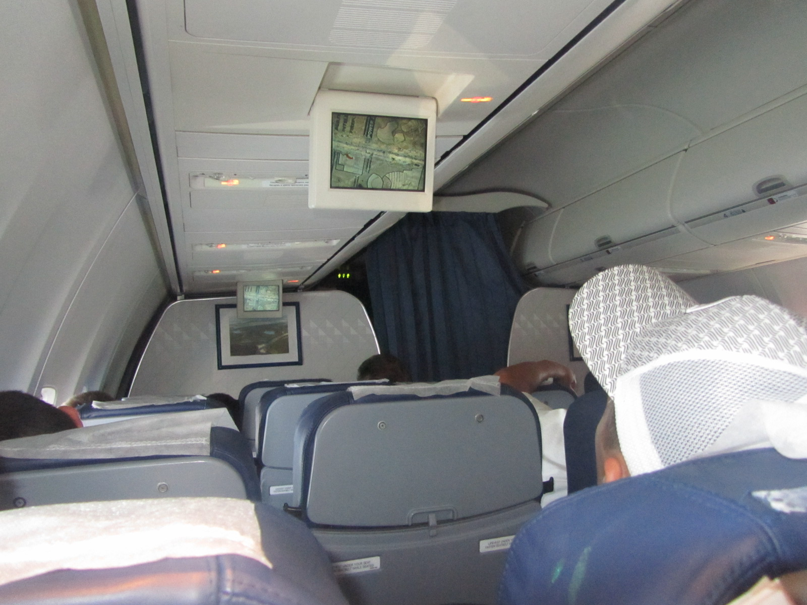 Салон самолета Боинг-737-800 авиакомпании Якутия