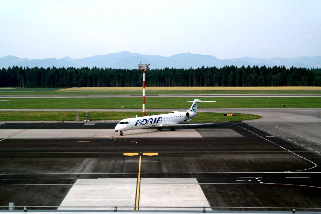 Bombardier CRJ-900 Adria Airways в аэропорту Любляны