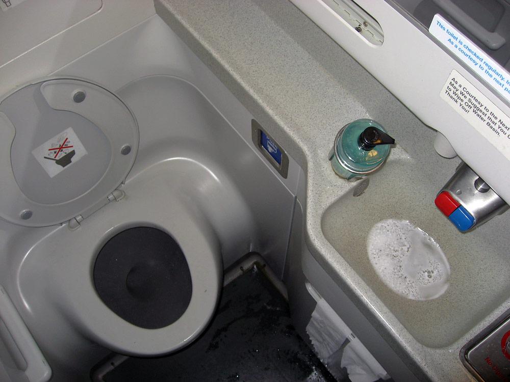 Restroom of KLM Boeing 737-800