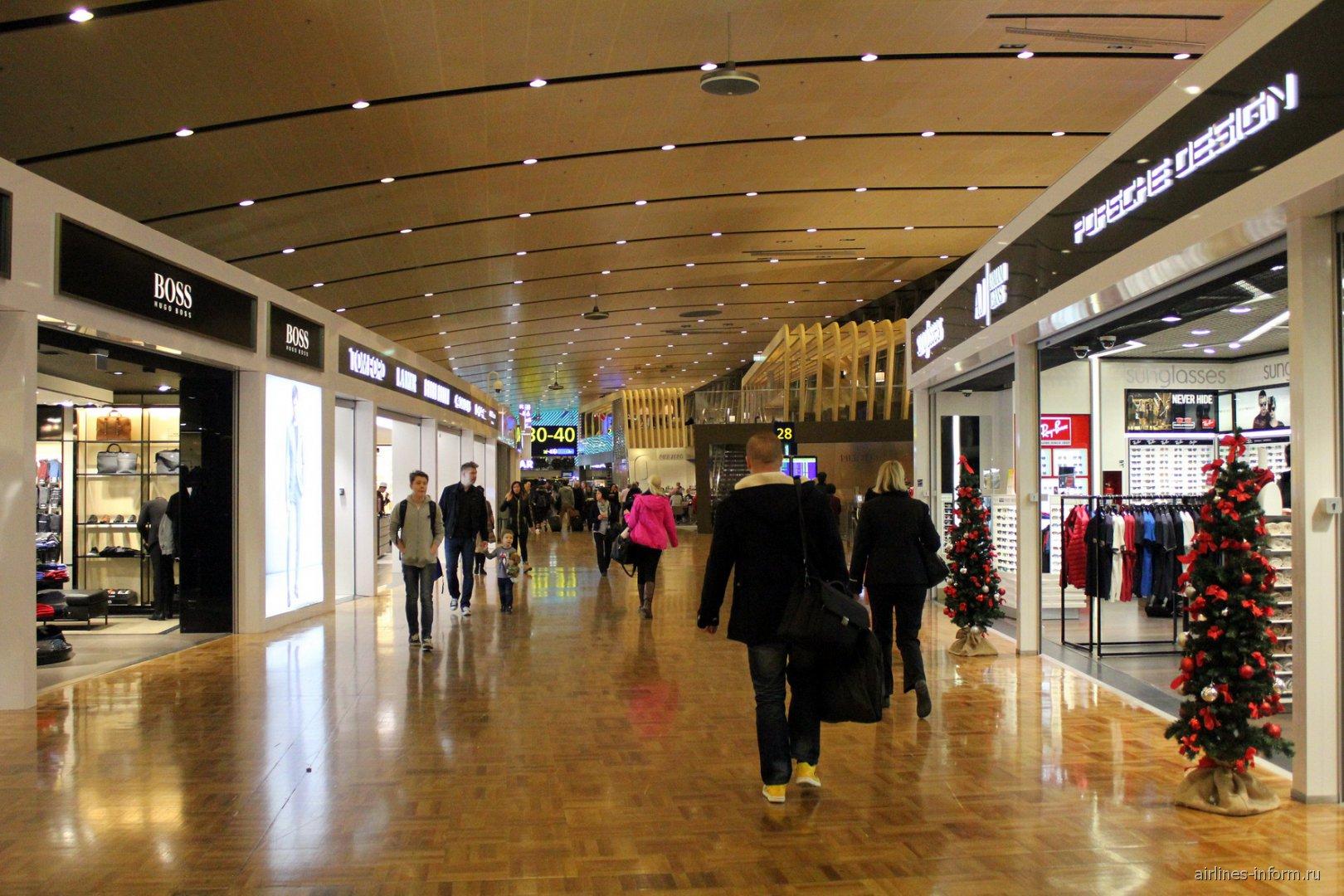 Магазинная галерея в терминале 2 аэропорта Хельсинки Вантаа