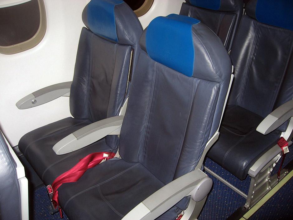 Пассажирские кресла в самолете Эмбраер-190 авиакомпании КЛМ Ситихоппер