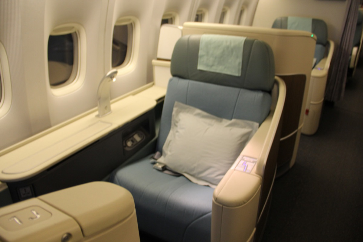 First class cabin of Korean Air Boeing 777-200